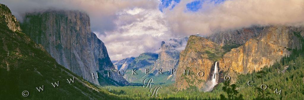 Panorama photo of Yosemite Valley in Yosemite National Park.