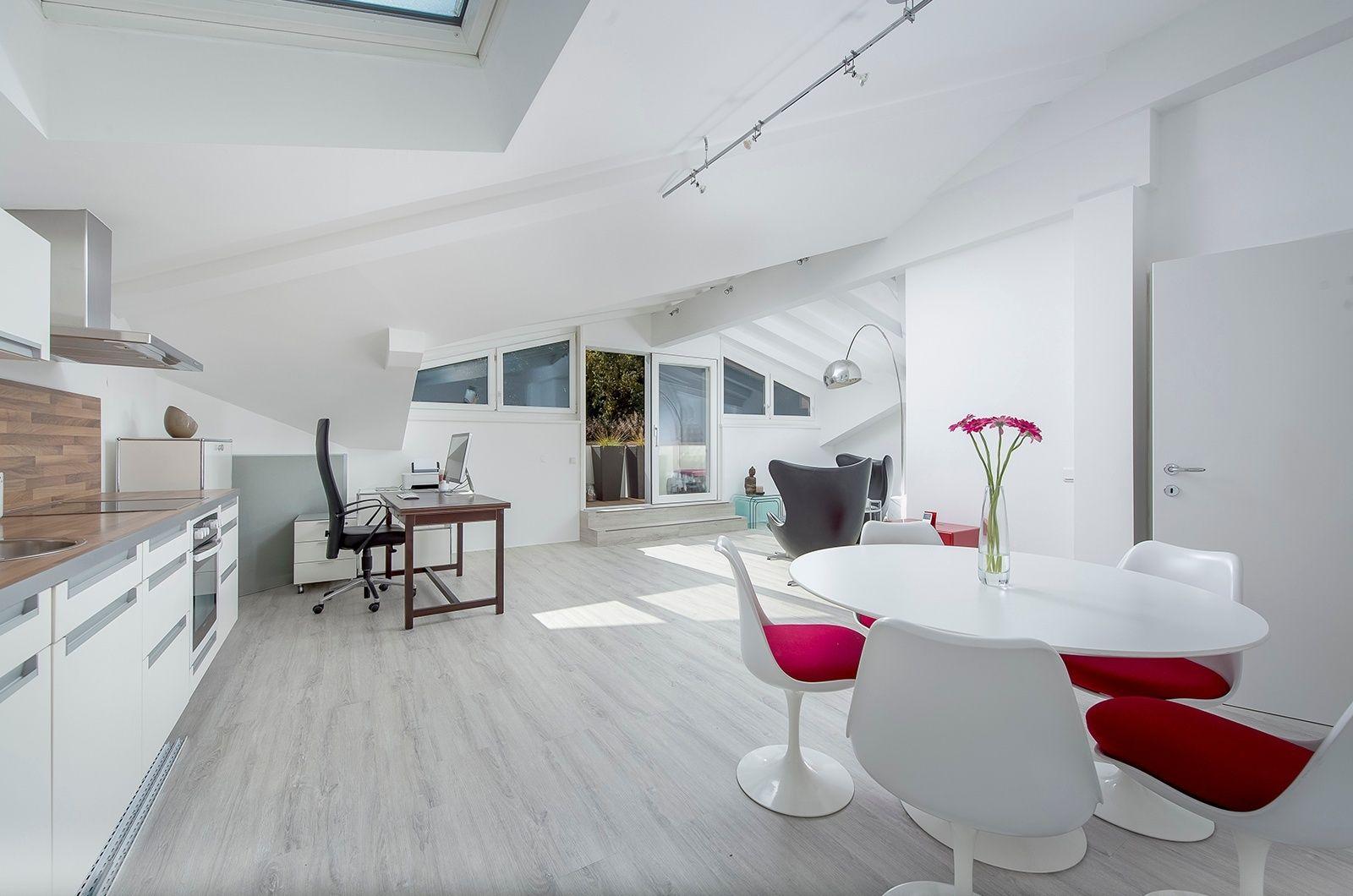 Der besonders helle #Wohnraum kann bei maximalen Sonneneinfluss mit intelligent angelegten #Sonnensegeln kontrolliert werden.