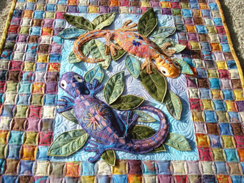 3D lizards and cathedral window quilting on regular squares ... : quilt contest - Adamdwight.com