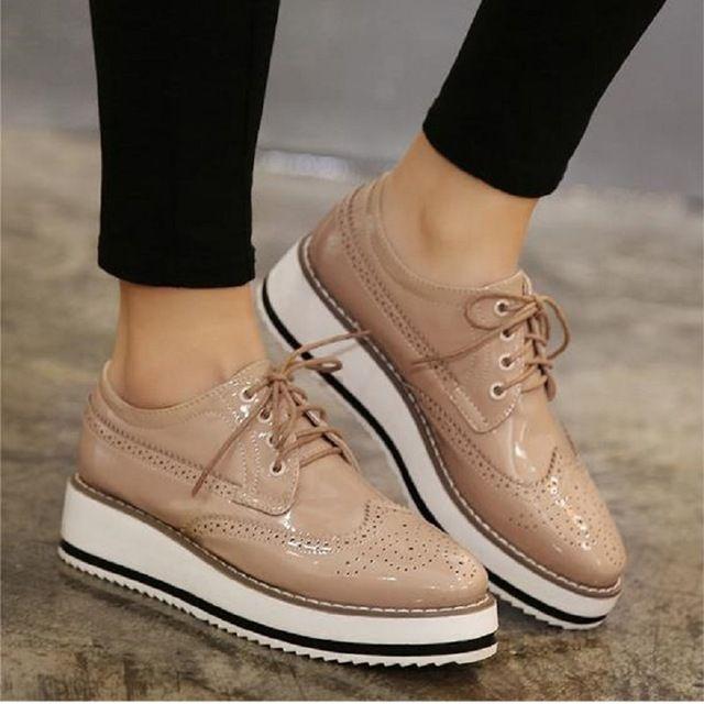 e5f7dfe68 Venda quente Estrelas Das Mulheres Apartamentos Dedo Do Pé Redondo  Plataforma de Couro de Patente Sapatos Oxford Lace up Derby Shoes Tamanho  35-39 Sapatos ...
