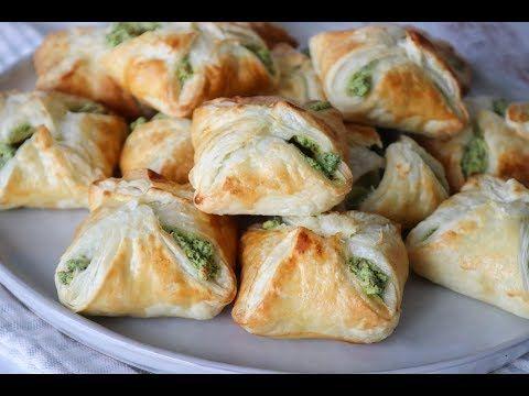 Lækre Spinat, Persille Og Feta Butterdejspakker - Nem Snack - One Kitchen DK - YouTube | Småretter