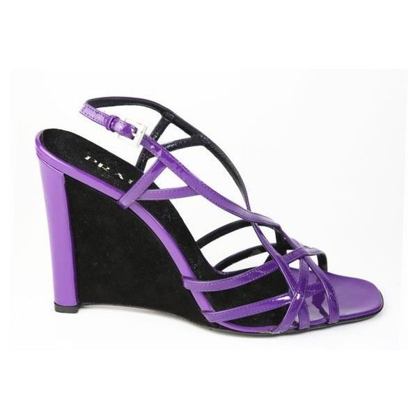 Pre-Owned Prada Purple Patent Leather Strappy Wedge Sandals (466.315 COP) ❤ liked on Polyvore featuring shoes, sandals, purple, purple high heel shoes, wedges shoes, strappy wedge sandals, high heel shoes and wedge sandals