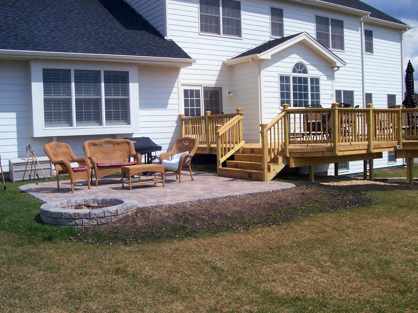 Deck and Patio Design with Built in Fire Pit in Hawthorn Woods, IL #backyardpatiodesigns