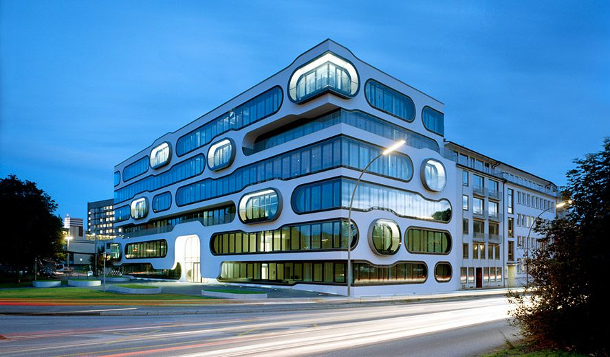 Ada 1 Office Complex An Der Alster 1 Hamburg Futuristicheskaya Arhitektura Ofisnye Zdaniya Zdaniya