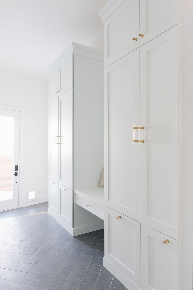 Best Sherwin Williams Extra White Mudroom Cabinet Paint Color 640 x 480