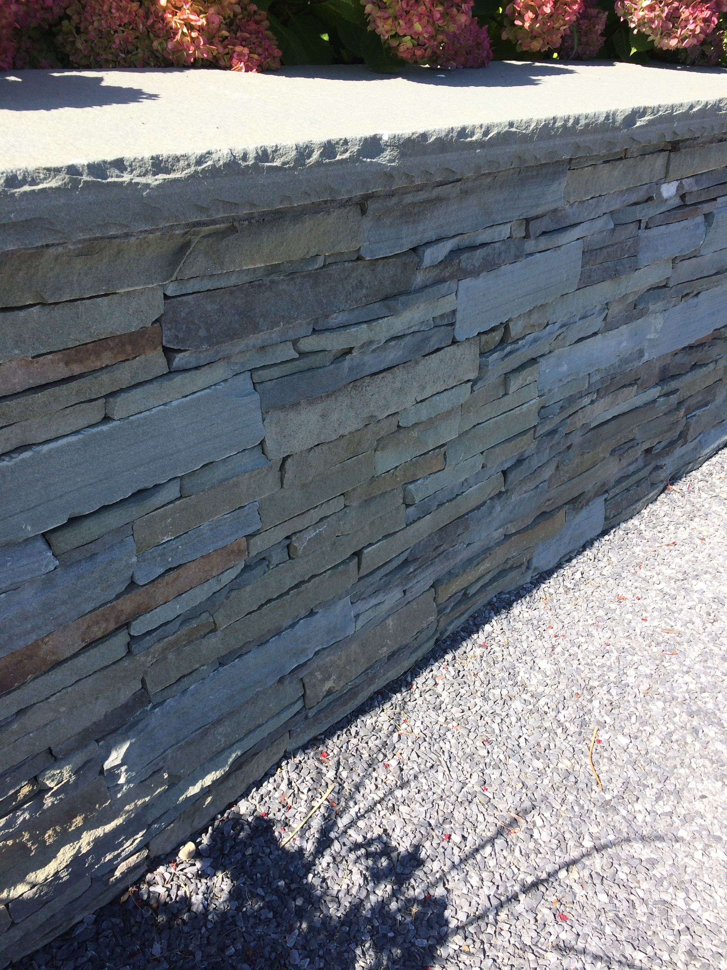 Stacked Stone Veneer Retaining Wall For Driveway Stone Veneer Wall Dry Stone Wall Stone Retaining Wall