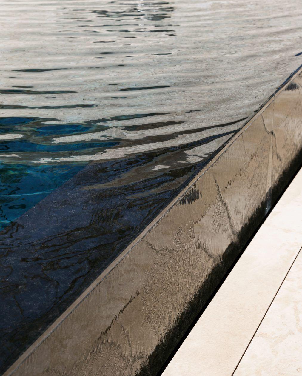 Detail Poolüberlauf
