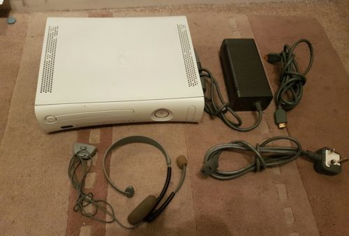 Xbox 360 with leads only with NO RESERVE! https://t.co/JZa2t0pIrT https://t.co/2FfTibN09G