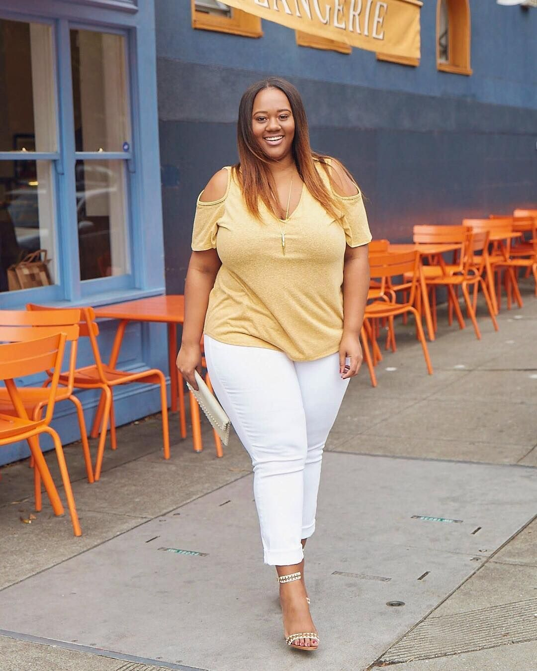 5650109ae6f I m Kristine of Trendy Curvy! I have a confession  I stayed away from white  jeans for most of my life (I know