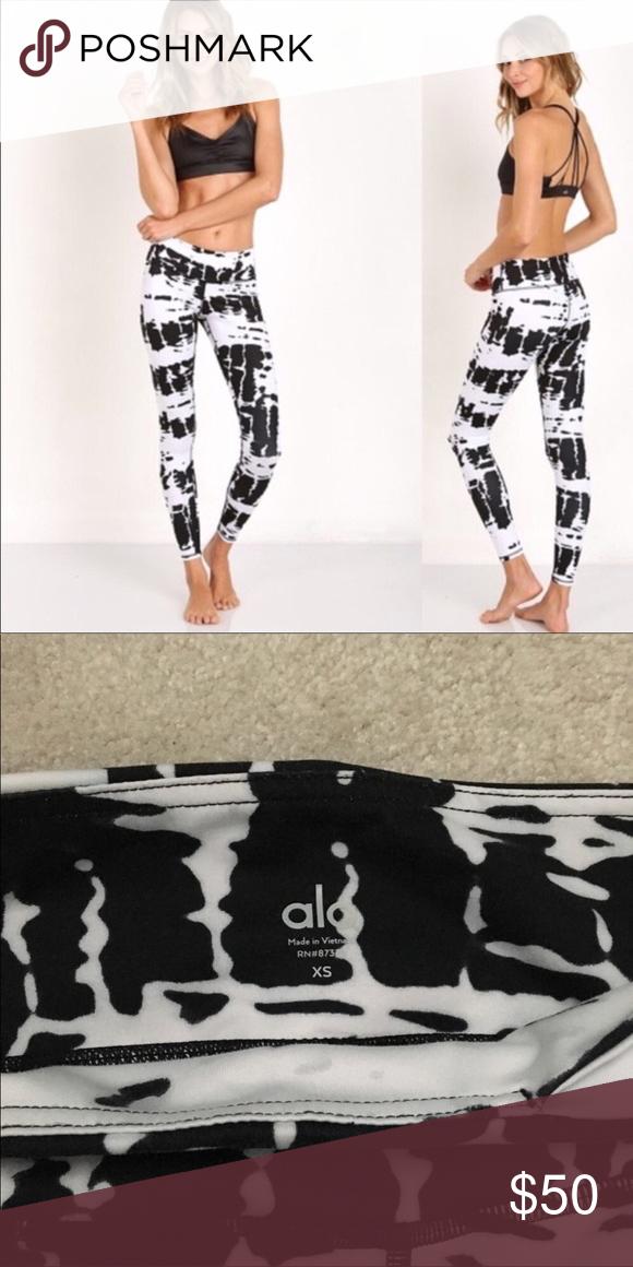 bacedfecb3899 Alo Yoga Pants EUC - only worn & washed a handful of times. ALO Yoga Pants  Leggings