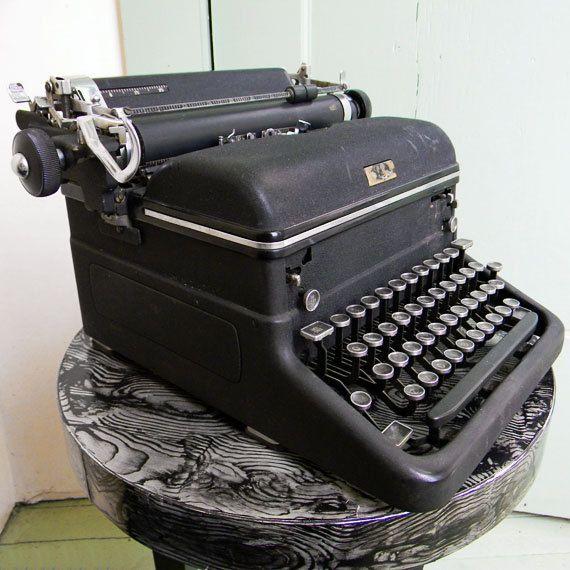 Working Antique Royal Kmm Typewriter 1940 S Magic Margin Royal Typewriter Typewriter Vintage Home Accessories