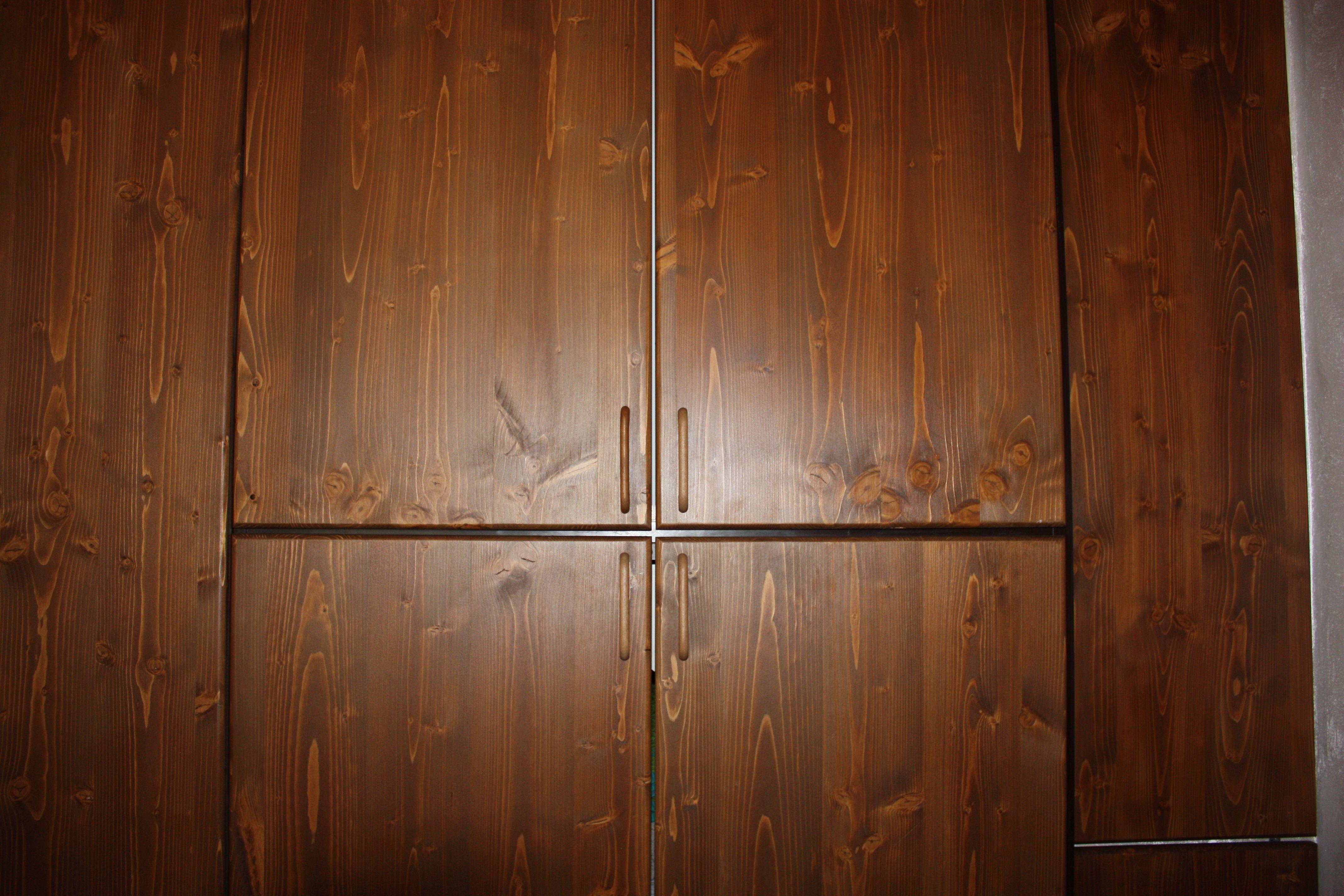 Armadio a quattro stagioni per camera in legno massello