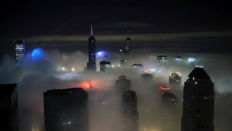 Foggy Chicago looks like Blade Runner