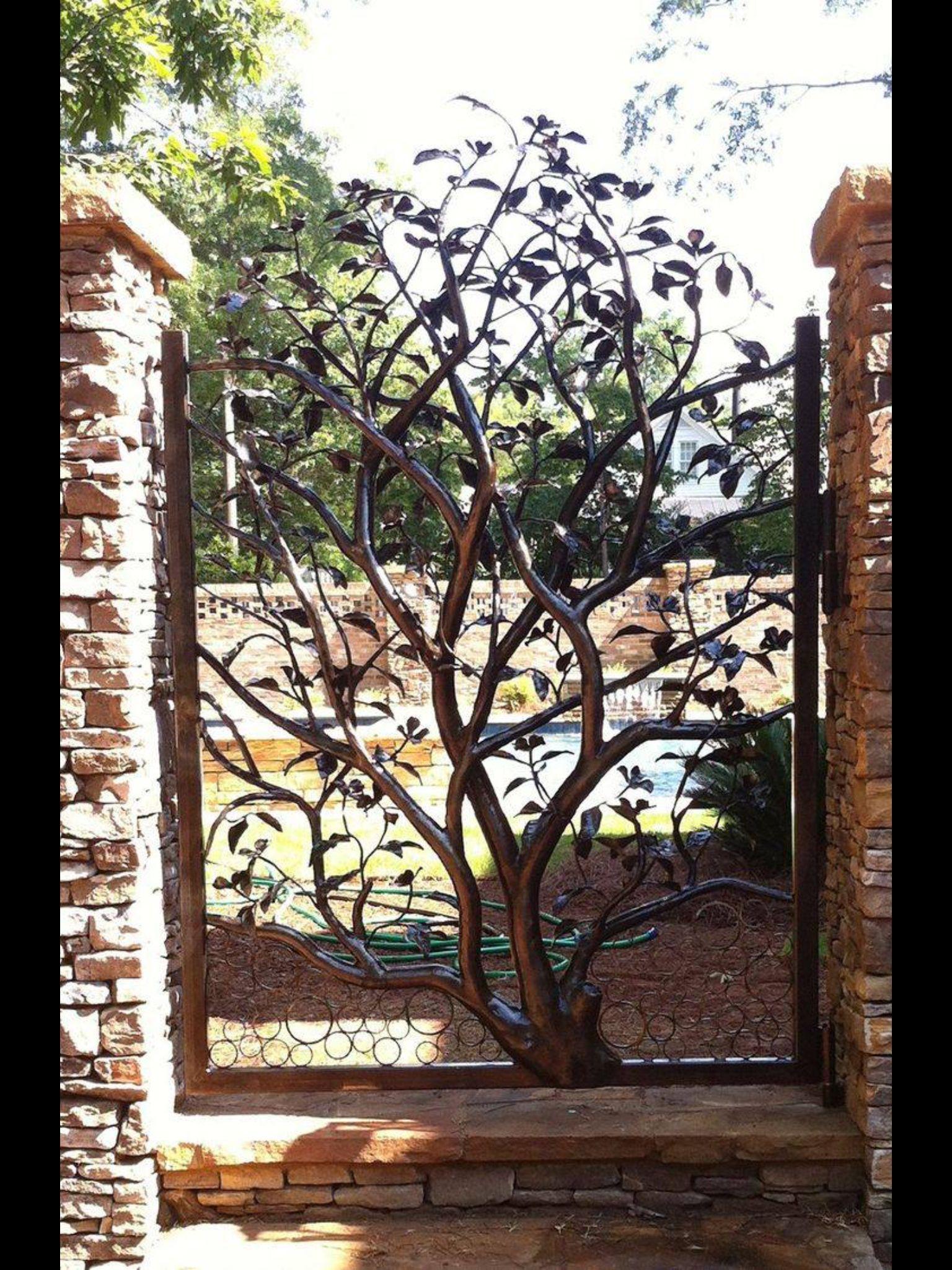 Puerta rbol en hierro decoraci n puertas de jard n for Puertas decoradas arbol de navidad
