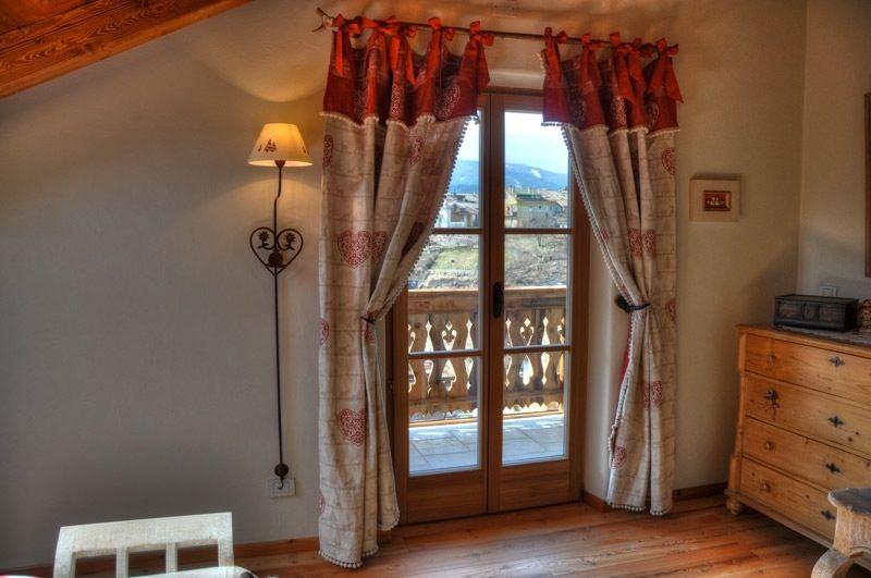 Tende Per Casa In Montagna.Squarciomomo La Casa Delle Favole Di Montagna Window