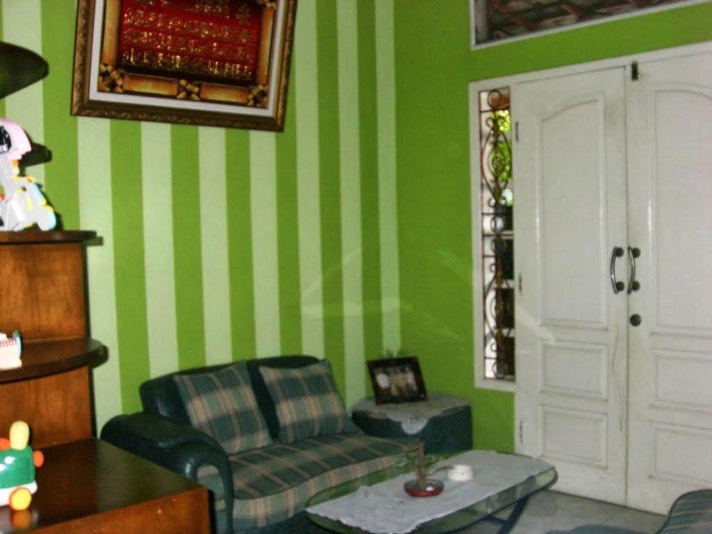 Wallpaper Dinding Ruang Tamu Warna Hijau Desain Minimalis
