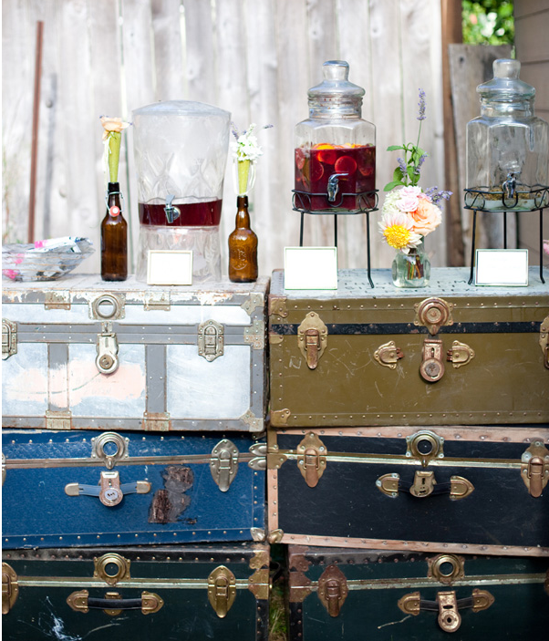 Unique Outdoor Wedding Ceremony Ideas: 14 Unique Uses For Vintage Suitcases At Weddings