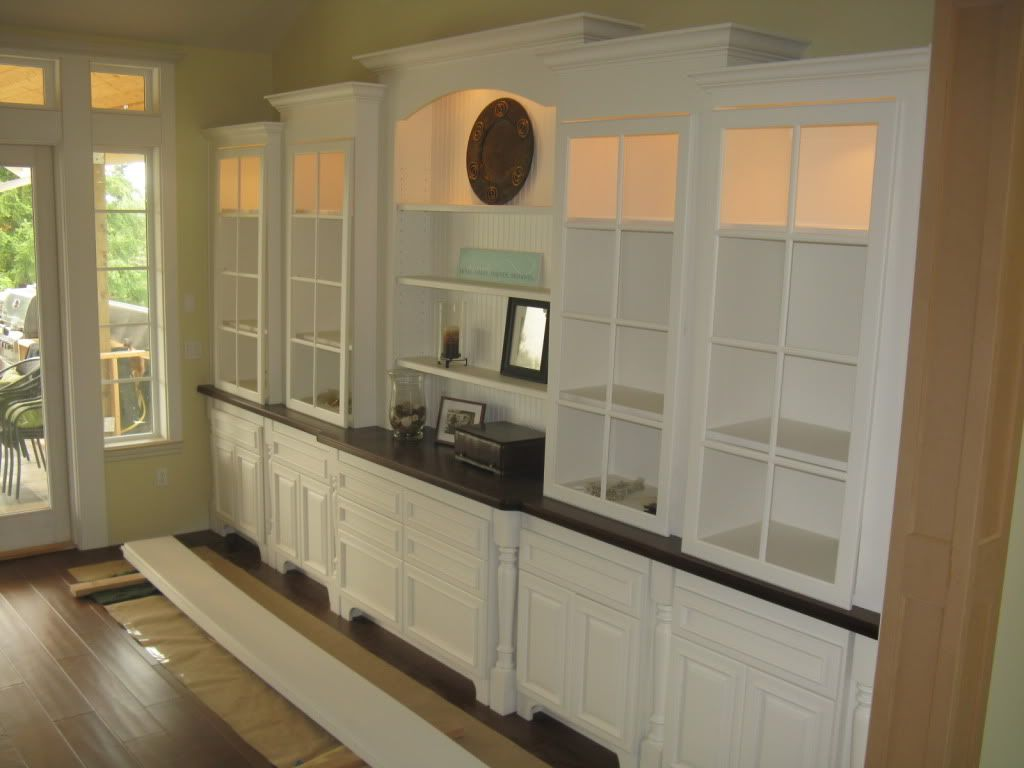 Beautiful built ins for the dining room use glass shelves for Built in dining room cabinet designs