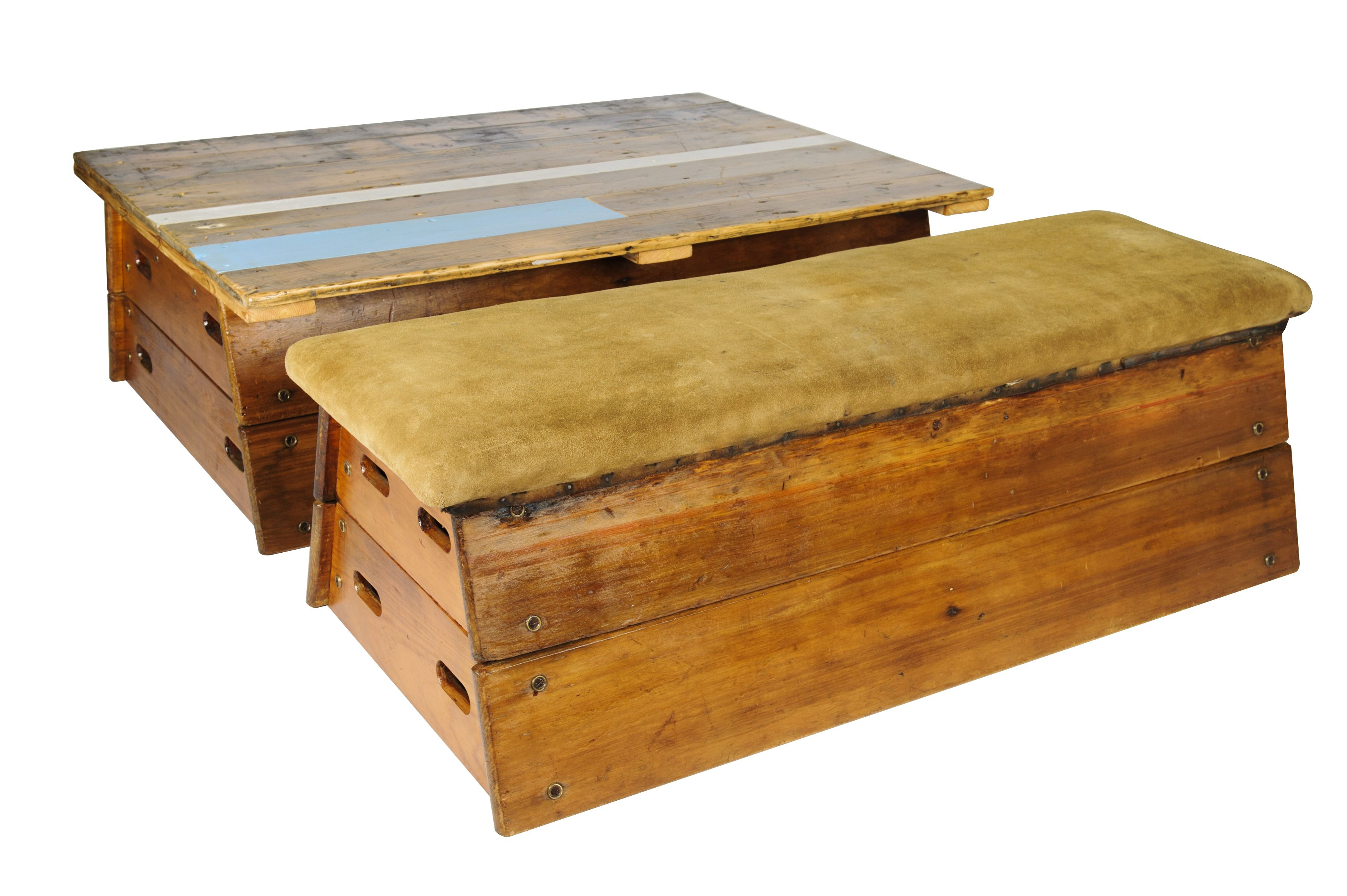 Pommel Horse coffee table and bench line gespot