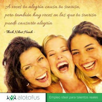 A veces tu alegría causa tu sonrisa, pero también hay veces en las que tu sonrisa puede causarte alegría. Thich Nhat Hanh www.alotofus.com #frase #quote