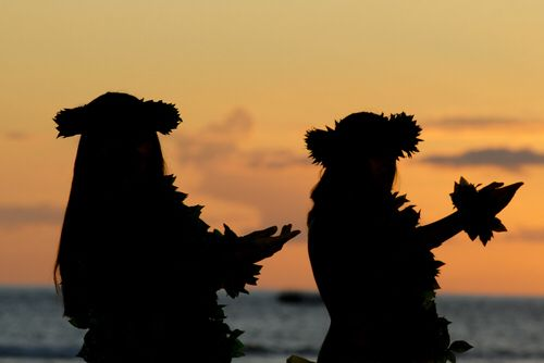 Image from http://www.luauinhawaii.com/images/hawaiian-luau-dancers-sunset.jpg.