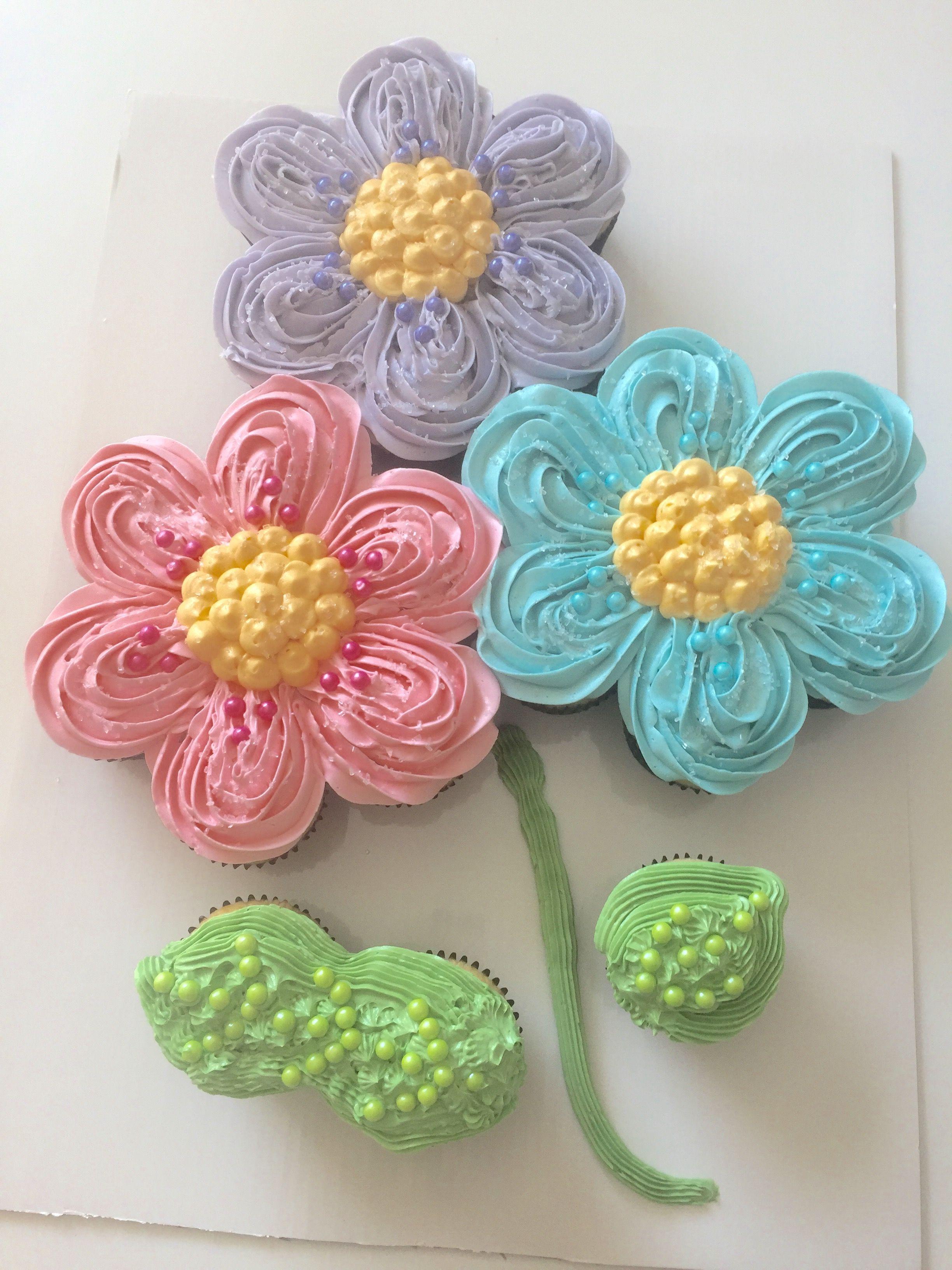 Pull apart cupcake flower cake Cupcakes Pinterest Pull