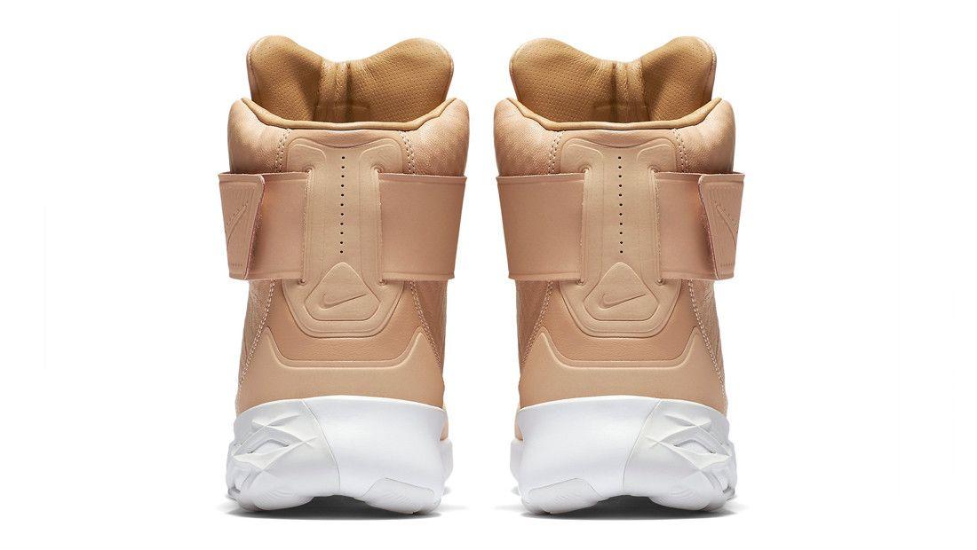 f52e08618788 Nike Swoosh Hunter