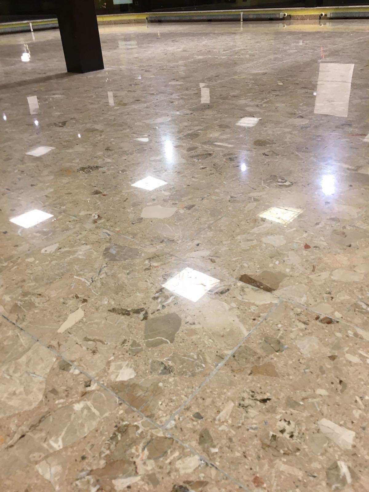 Seidenglanz Auf Agglo Marmor In Autohaus Bei Weiden Granit Granitfliesen Kalkstein