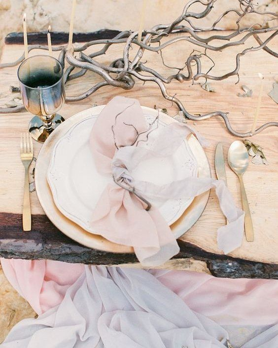 Destination wedding dreaming over on @blovedblog with this utterly gorgeous desert inspiration shoot! Photography: @olgasiyanko | Styling: #mendelssohnorg | Floral Design: @flower_rivers by aislesociety