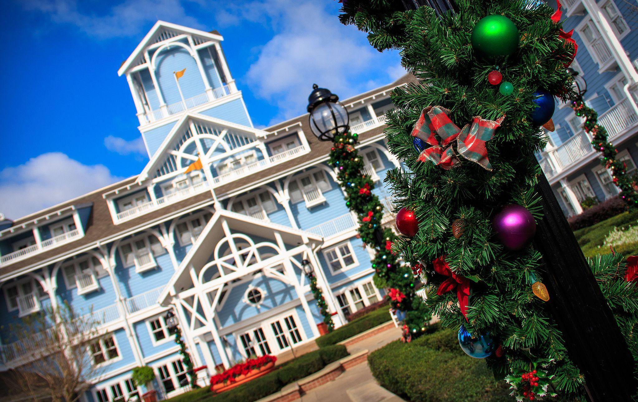 Christmas Setups.A Beach Club Christmas Disney World 28 4186 N 81 5811 W