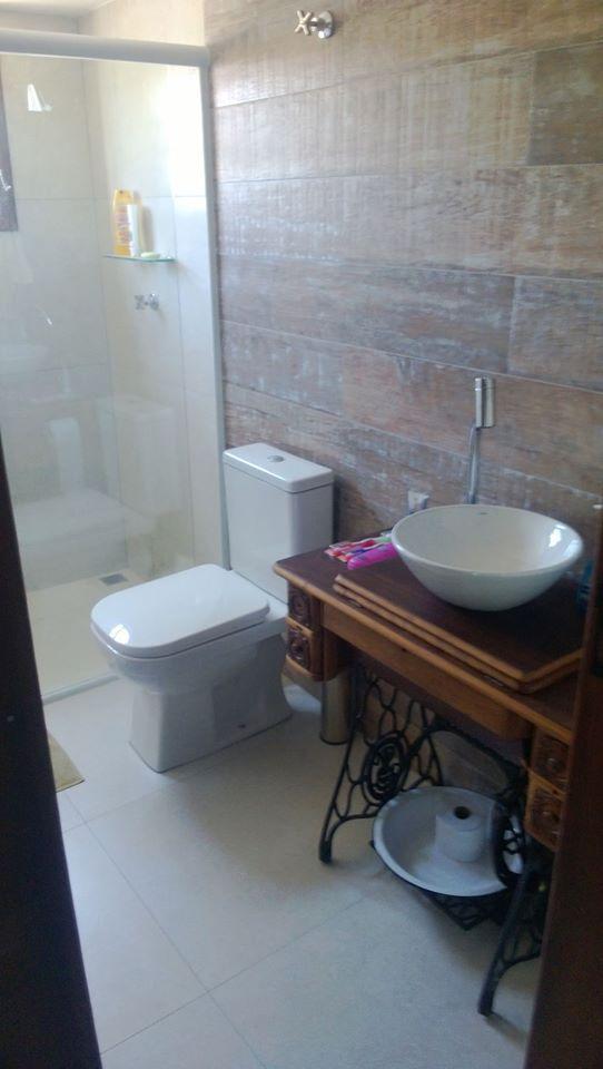 Máquina de costura antiga no banheiro pia cuba  Decoração e ideias para casa -> Cuba Para Banheiro Antiga