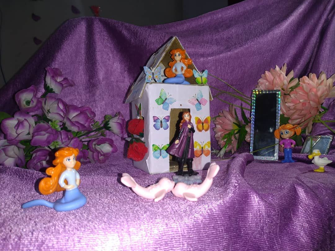 I would like to share My little world with you & I made this little tiny house 🏡 #therealrainbow #crafts #creative #creativity #frozen2 #marmaid #tinyhouse #dreamworld #disenyland #disney #butterflies #tinymirrors #flowers #photography #love #kidsworld #kidscreativity
