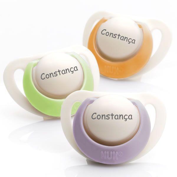 Chupetas NUK Genius em silicone. Pack composto por 3 chupetas (1 lilás, 1 verde e 1 verde). Disponível em 3 tamanhos para bebés dos 0 aos 36 meses!