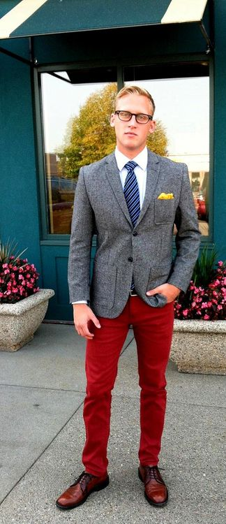 Tweed grey blazer paired with a maroon slim jeans make a great statement piece.