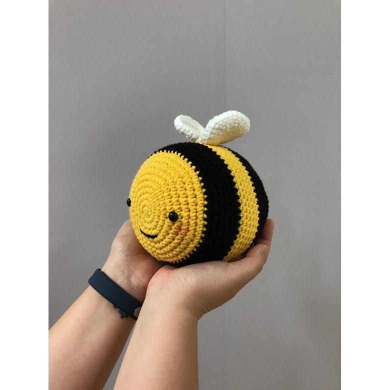 Benevolent Bumble Bee   Free crochet pattern, Free crochet   780x780
