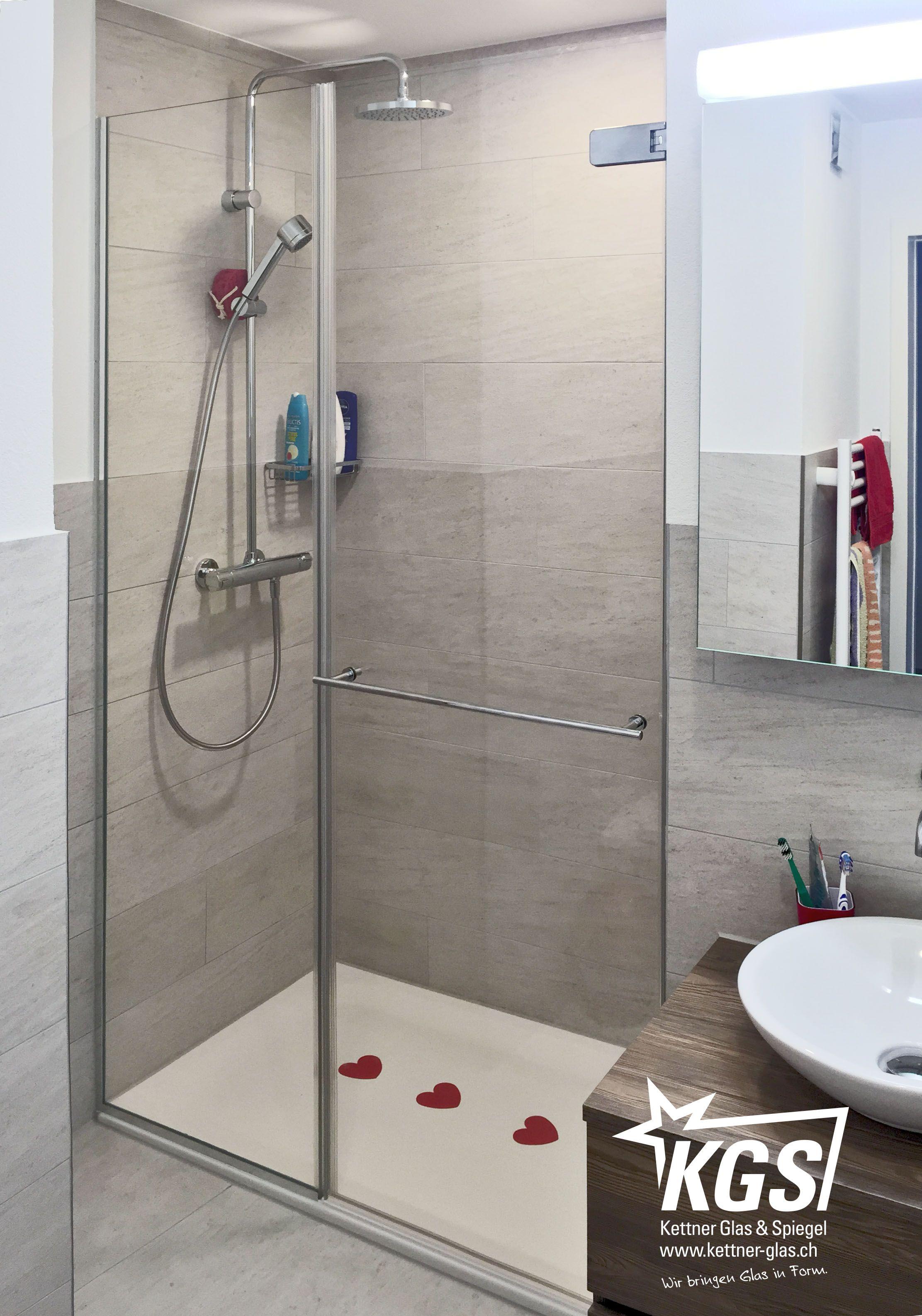 Klarglas Duschkabine Mit Integriertem Handtuchhalter In Der Glasture Aus Sicherheitsglas Montiert In Die Duschnische Duschkabine Dusche Duschnische