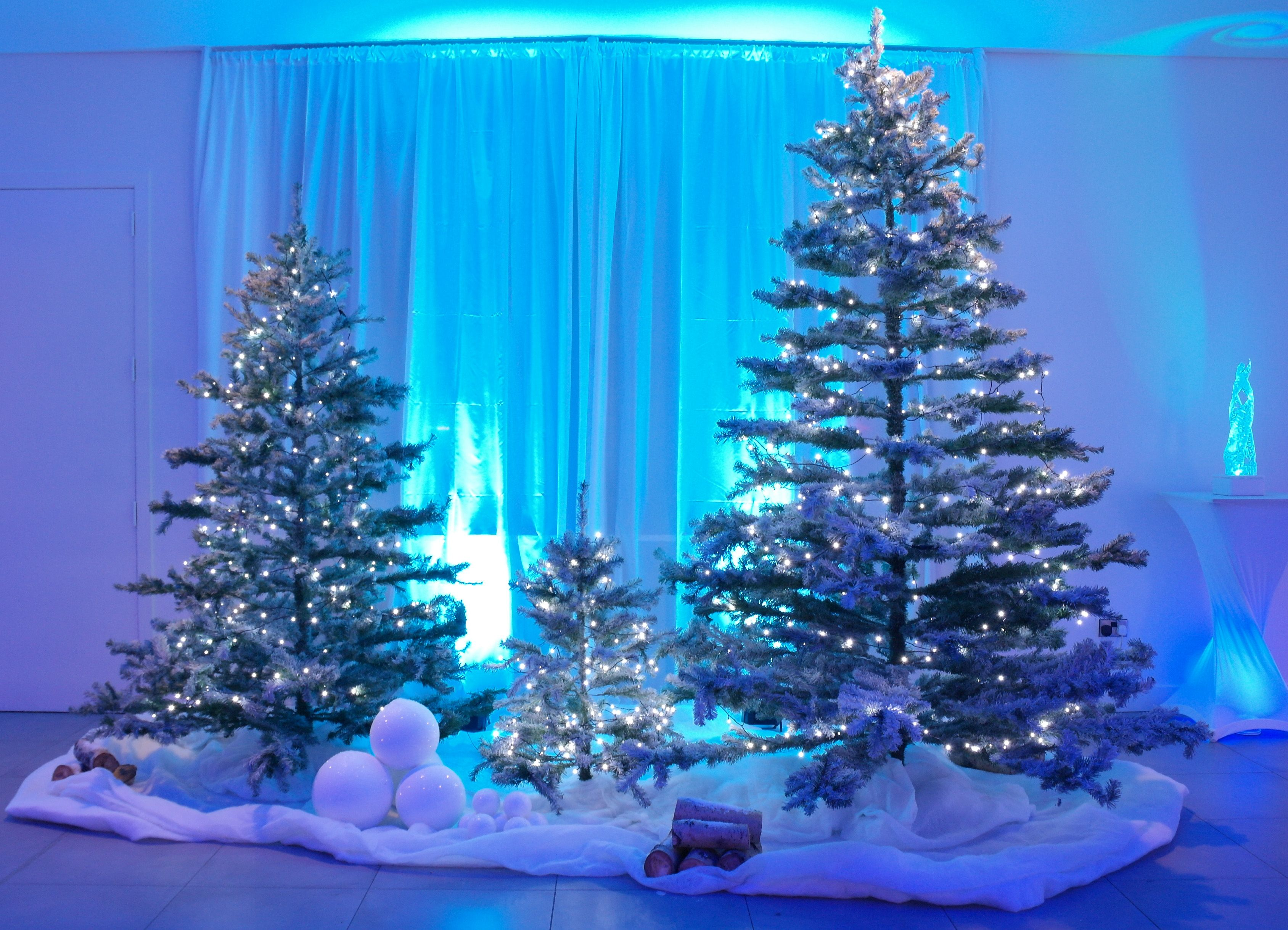 Christmas tree set piece with fake snow and snowballs ice for Artificial snow decoration