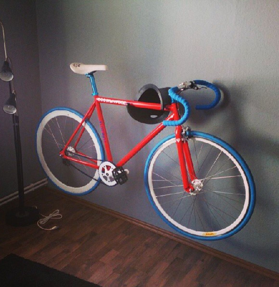 Look jeremy s bicycle rack apartment therapy - Cycloc Solo Bike Storage Www Cycloc Com