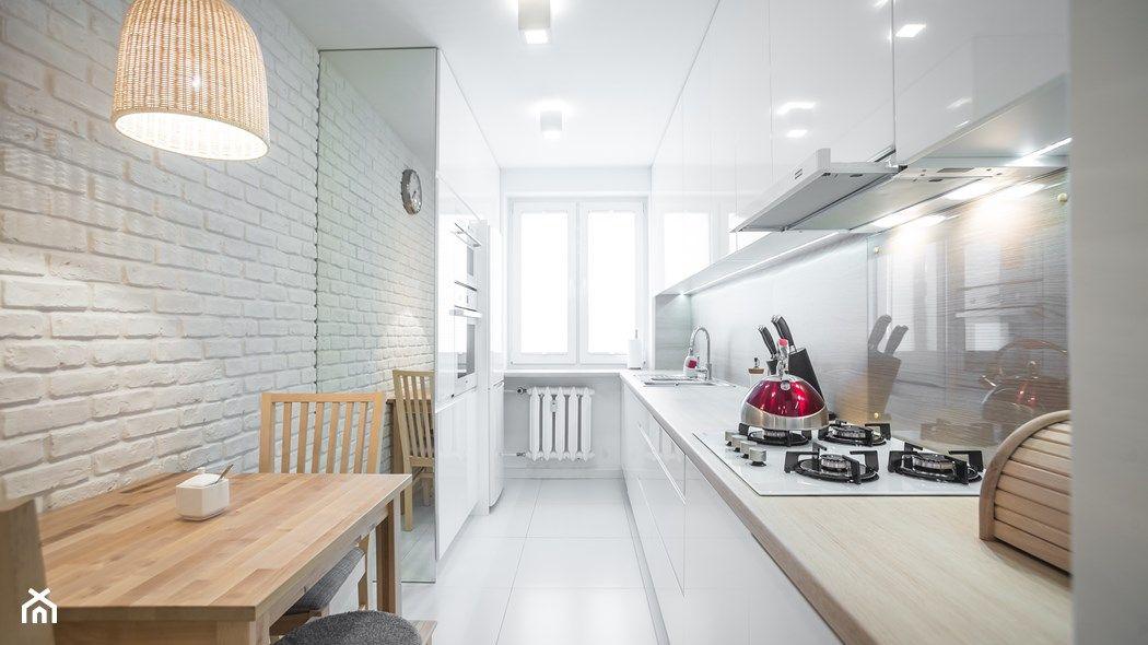 Waska Kuchnia Ze Stolem Szukaj W Google Home Home Kitchens Narrow Kitchen
