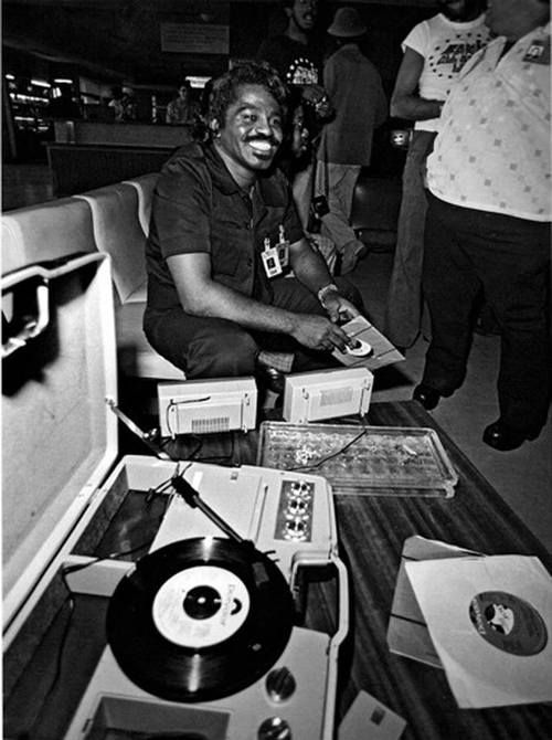 Lynn Goldsmith – James Brown with Records, Zaire, 1974.