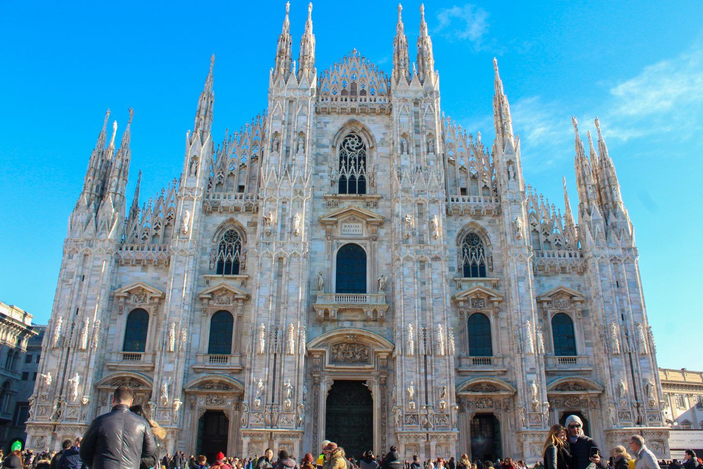 One day trip to Milan. Couple adventure.