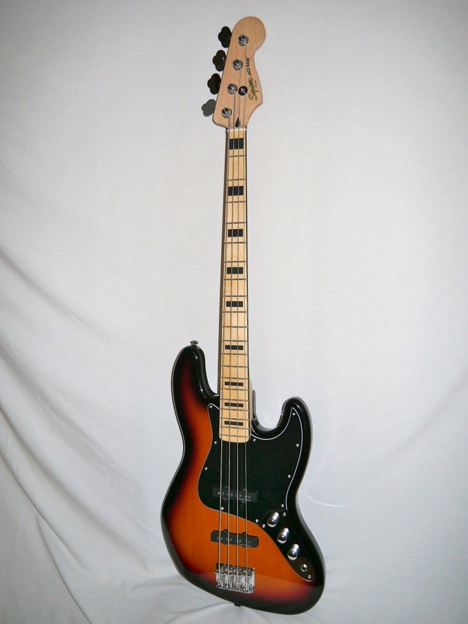 Indian Creek Guitars Squier Vintage Modified 70 S Jazz Bass Three Tone Sunburst Http Www Indiancreekguitars Com Squier Vintage Modified 70s Jazz Bass T