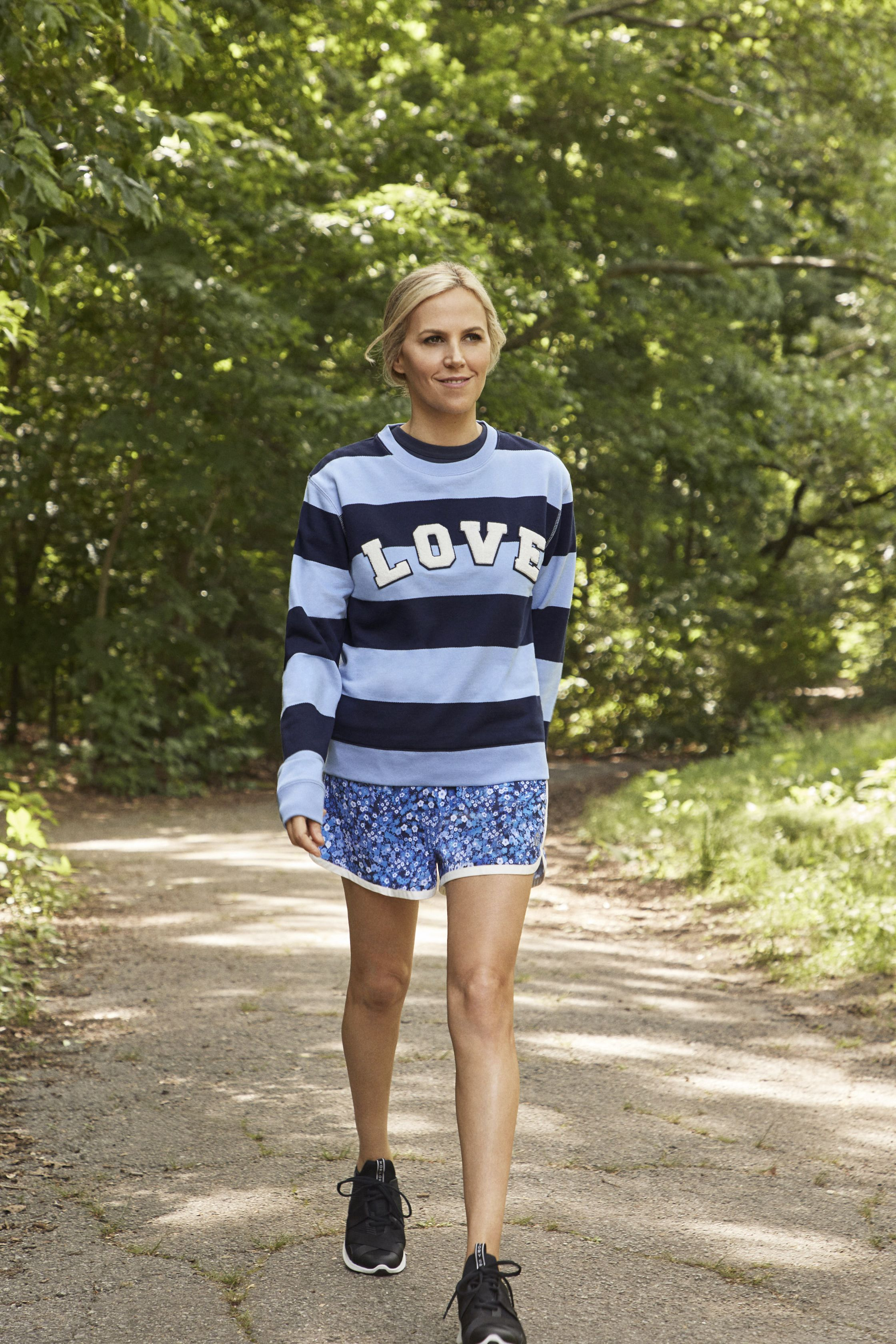 11c5ab405b23 Tory Burch walking in Central Park