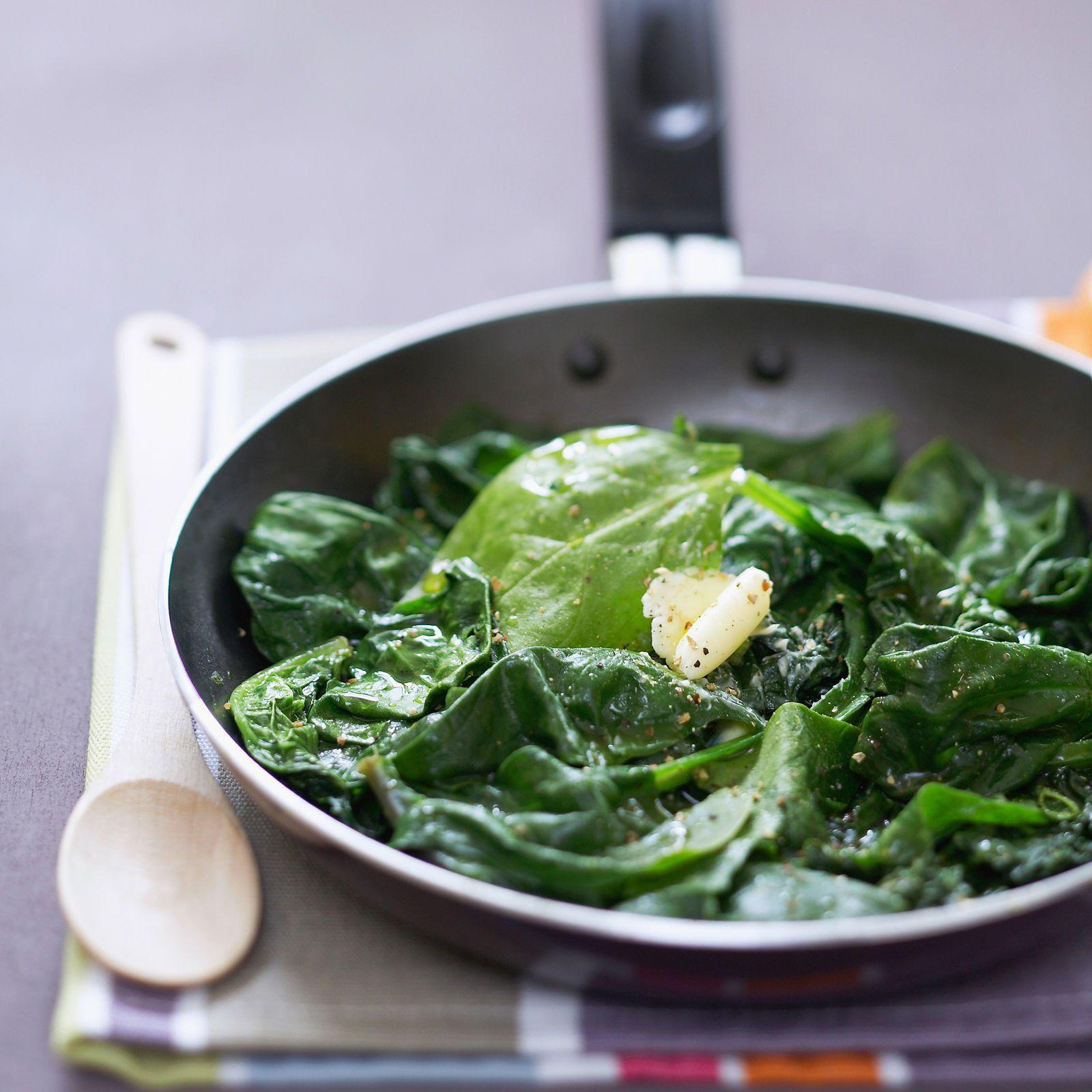 Découvrez la recette de la poêlée d'épinards frais au beurre