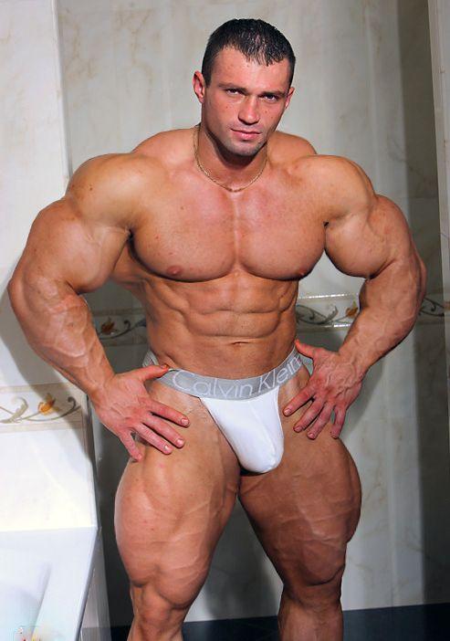 Sportsman Bulge Naked : Nude Bodybuilder