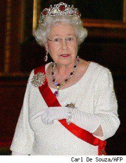 Luxury Articles Stylelist Her Majesty The Queen Queen Elizabeth Queen Of England