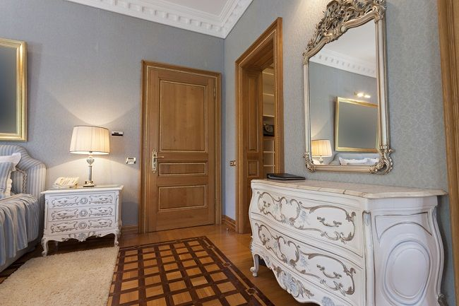 Give A New Aspect to Your Home Through Antique Mirror