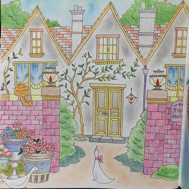 Instagram media iwasakiii - マナーハウス 昔の貴族が使ってたって書いてたからちょっと古い感じに…塀だけ新しいw #大人の塗り絵 #ロマンティックカントリー