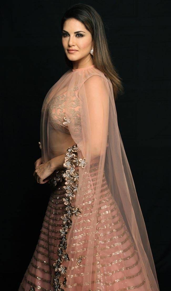 Picture Bollywood Actress Sunny Leone Saree Hot Photos Girl
