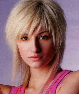 Foto taglio capelli scalati media lunghezza